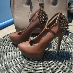 FINAL SALE! Sexy Like-New Brown Studded Pumps